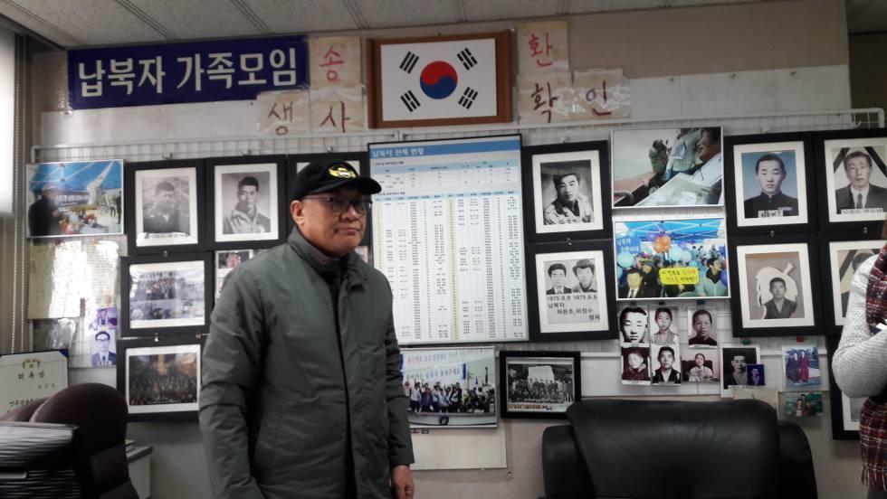 Choi Sung-yong, presidente de la Unión de Familias de Secuestrados, durante la entrevista en su despacho en Seúl.