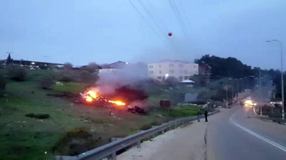 Imagen de un vídeo del lugar donde se estrelló el caza F-16 en el norte de Israel.