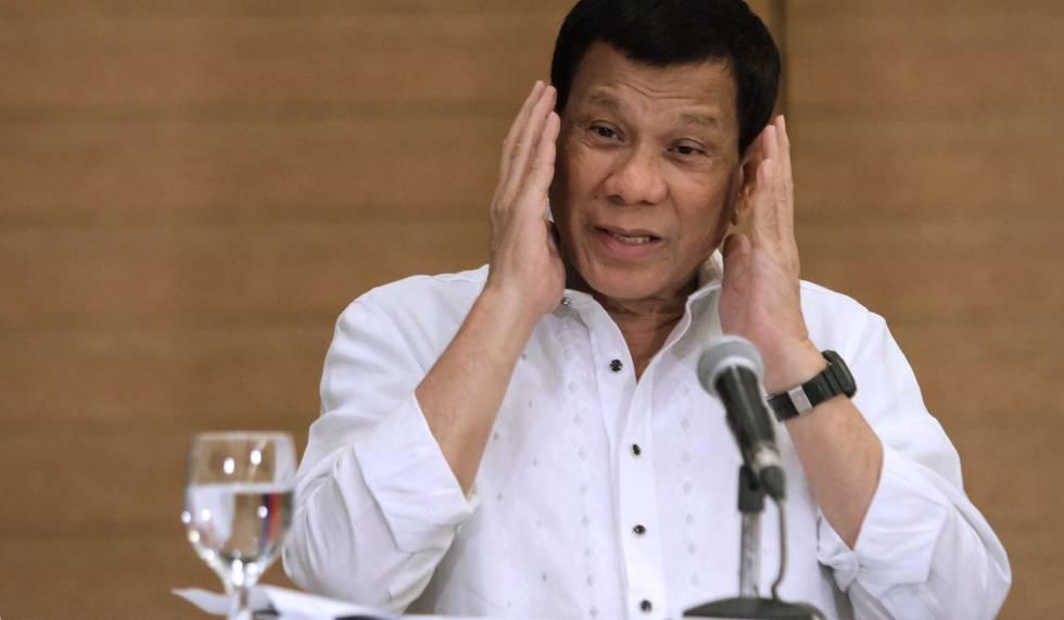 """Presidente das Filipinas recomenda disparar contra vagina de guerrilheiras: sem ela, """"são inúteis"""""""
