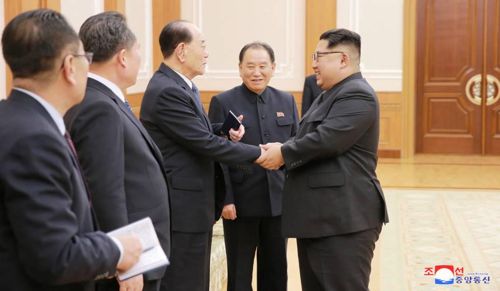 El líder norcoreano, Kim Jong-un, recibe este martes a la delegación del país que acudió a los Juegos Olimpicos de Invierno en Corea del Sur.rn