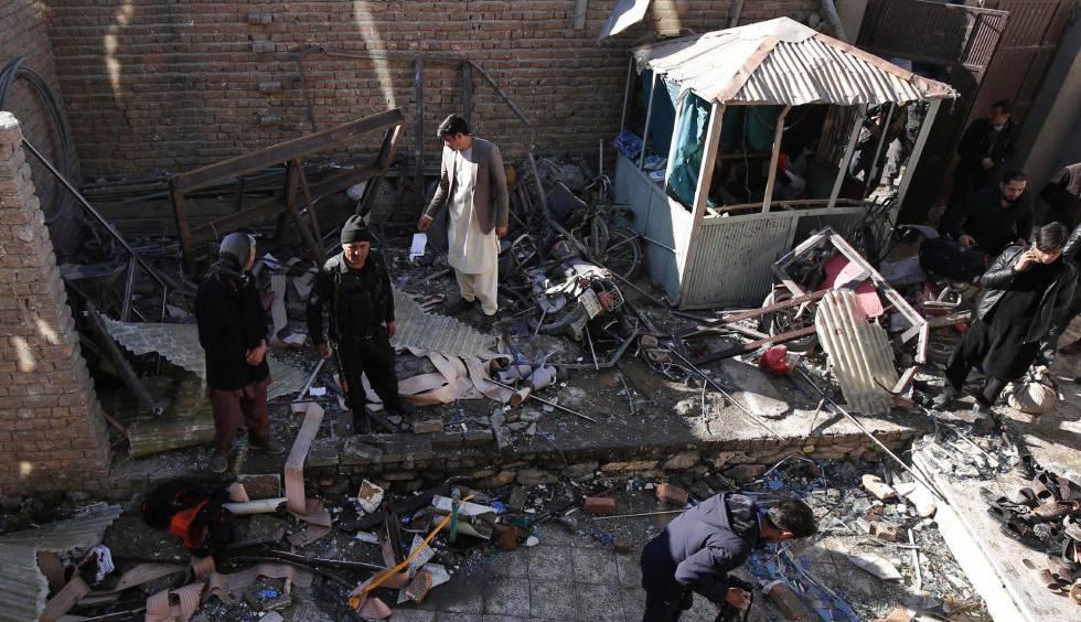 Daños provocados por un atentado suicida, el pasado diciembre en Kabul.