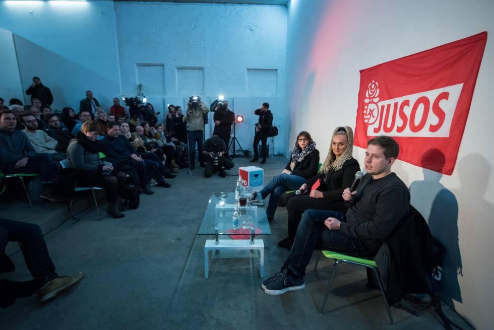 Kevin Kuehnert, líder de Jusos, habla al público en Leipzig (Alemania), el pasado viernes.