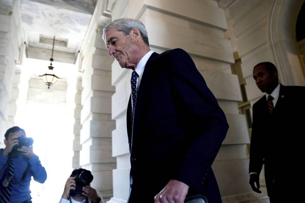 Robert Mueller sale del Congreso el pasado junio
