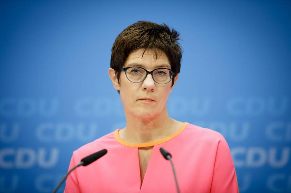 Annegret Kramp-Karrenbauer, ex primera ministra del Estado del Sarre, en conferencia de prensa el lunes en Berlín.