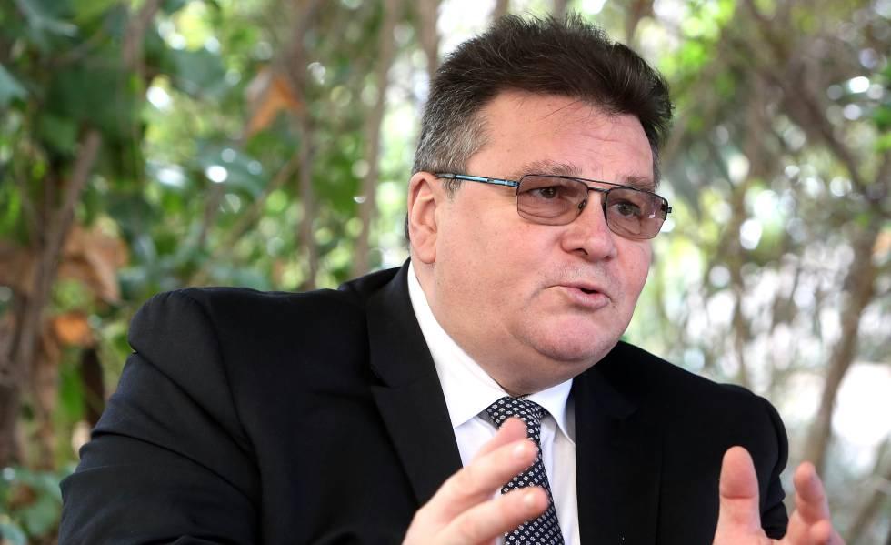 El ministro de Asuntos Exteriores de Lituania, Linas Linkevicius, en la embajada de su país en Madrid este lunes.