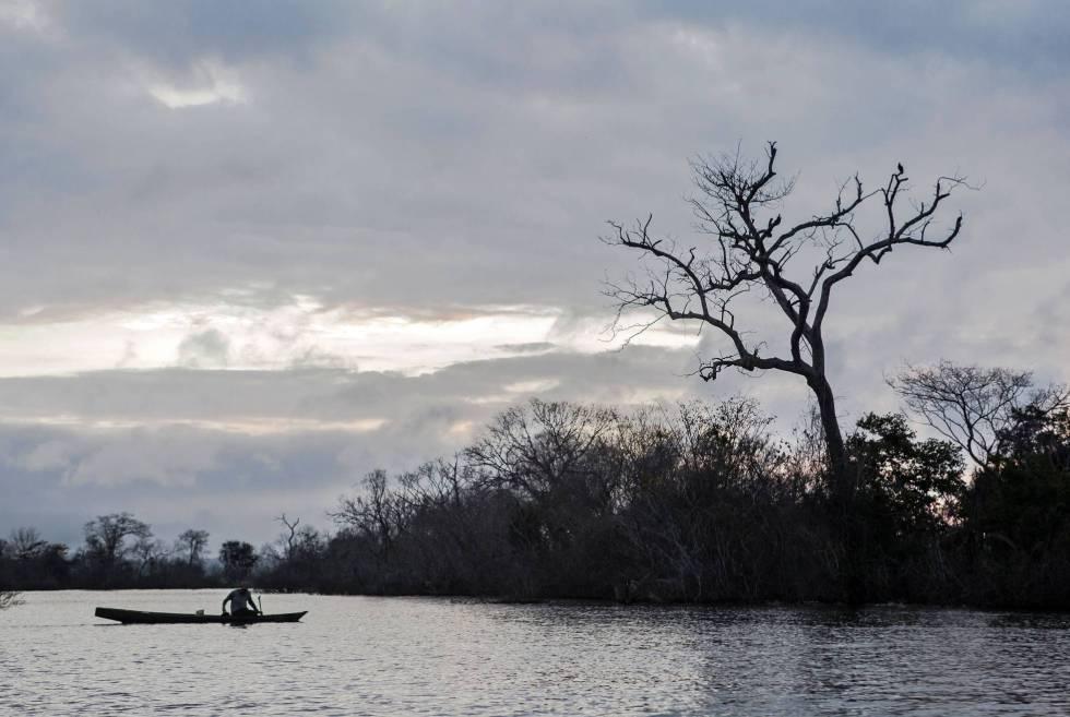 'Ribeirinho' en el lago muerto de Belo Monte.