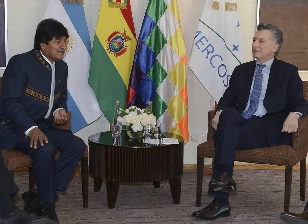 Los presidentes Evo Morales y Mauricio Macri durante una reunión mantenida en julio pasado en Mendoza, en el marco de la Cumbre de jefes de Estado del Mercosur.