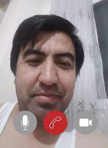 El activista Wadood Pedram, uno de los principales impulsores de la denuncia en la Corte Penal Internacional, en videollamada desde Kabul