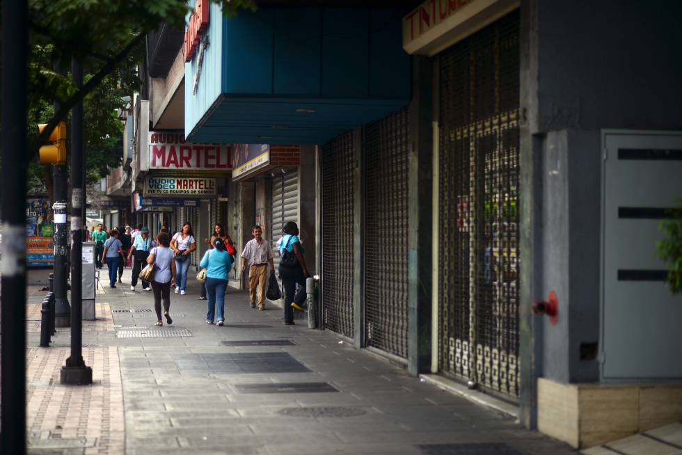Closed businesses in Caracas.