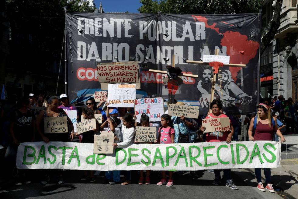 Mulheres manifestantes, nesta quinta-feira em Buenos Aires.