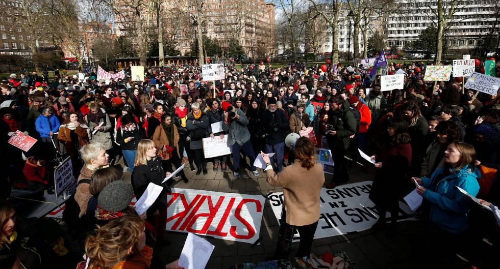 Manifestación por el Día Internacional de la Mujer, este jueves en Londres.