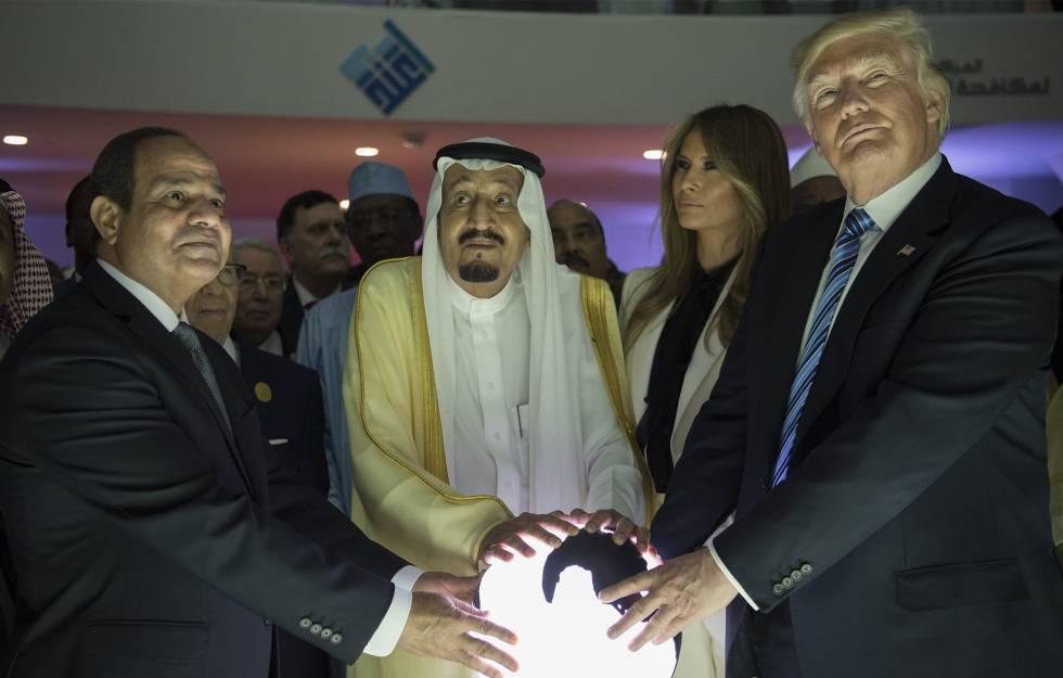 Donald Trump, Salmán bin Abdulaziz y Abdelfatá al Sisi en Riad el año pasado.