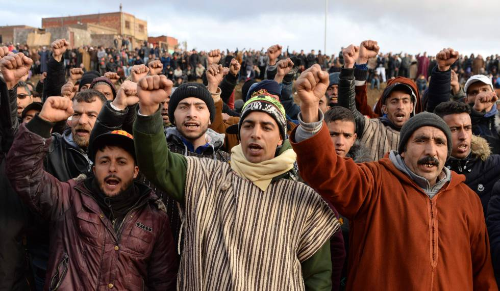 Protesta por la muerte de dos hermanos en el interior de una mina ilegal, en Yerada, Marruecos, en diciembre de 2017.