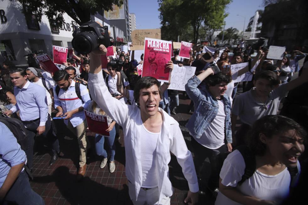 Una protesta en Guadalajara por la desaparición de tres estudiantes.
