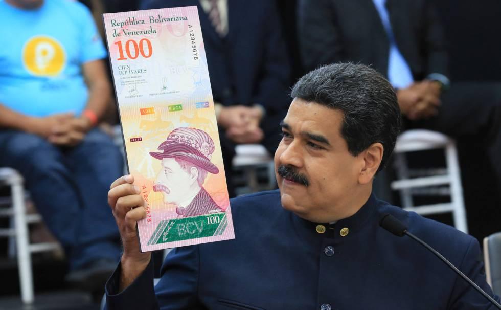 Maduro muestra un nuevo bolívar.