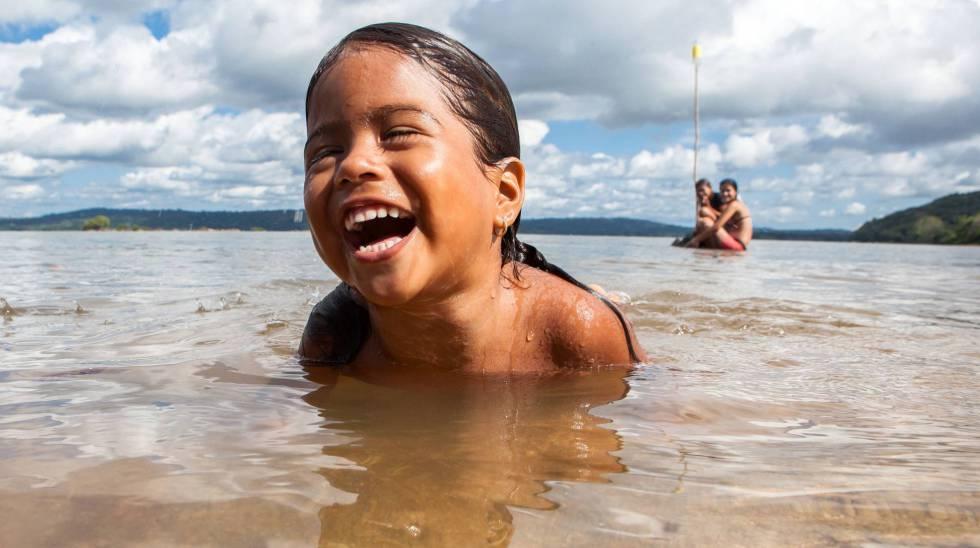 Niña ribeirinha de la comunidad Montanha e Mangabal, en el río Tapajós.