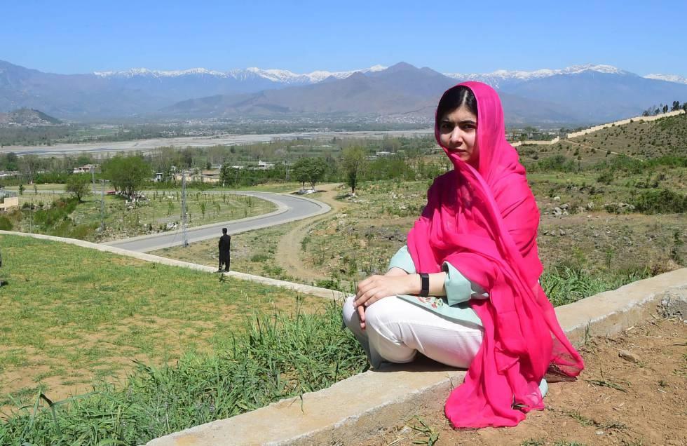 Malala Yousafzai es fotografiada en Swat (Pakistán), el sábado.