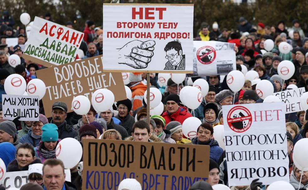 Vecinos de Volokolamsk se manifiestan para pedir el cierre de un vertedero de basura moscovita.
