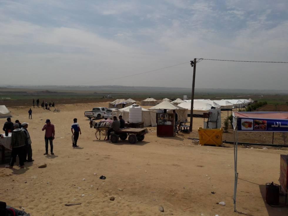 Campamento de los manifestantes palestinos en Abu Shafia, en la frontera de Gaza con Israel.