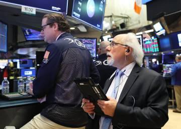 Wall Street se desploma casi un 3% por el temor a una guerra comercial