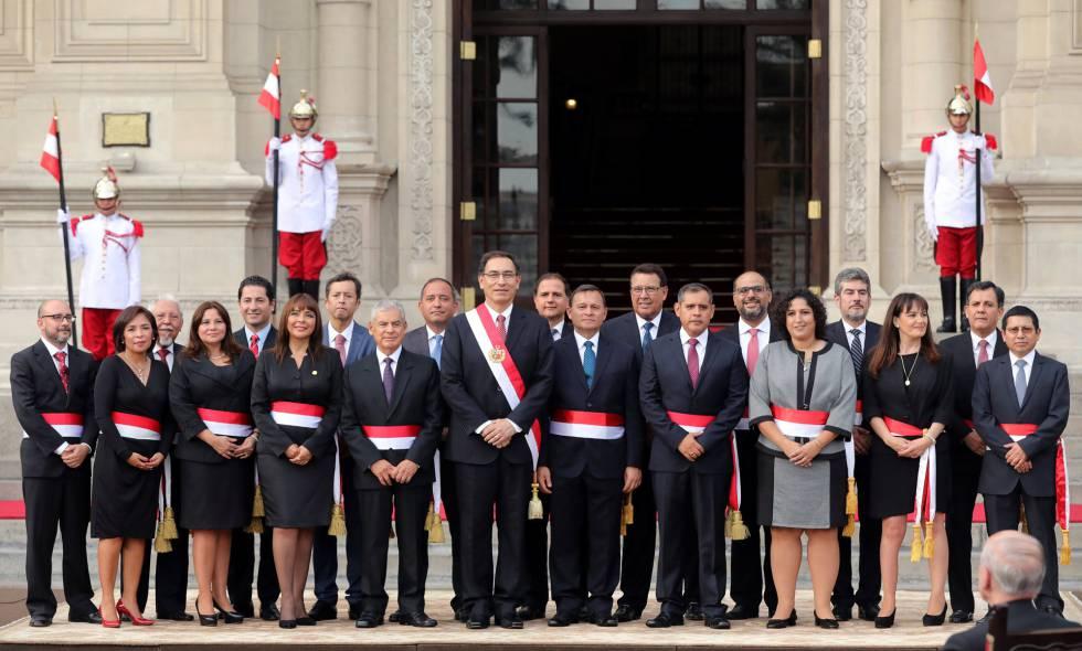 Vizcarra nombra en per un gabinete de continuidad for Ministros del peru