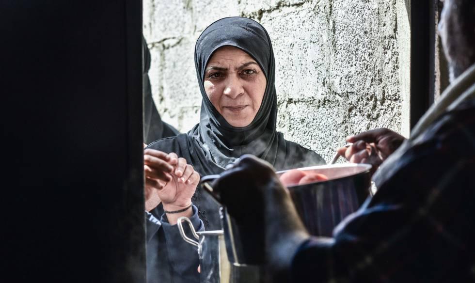 Mujeres y niños cuentan por el 80% de los desplazados acogidos en el campo temporal de Heryelah, según los responsables locales.