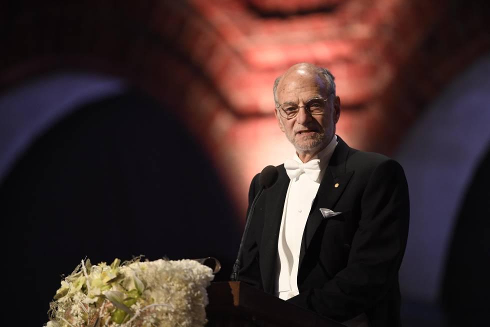 Michael Rosbash recibe el Nobel de Medicina, el 10 de diciembre de 2017 en Estocolmo.