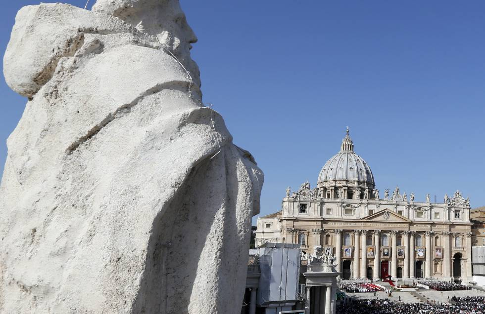 Vista de la plaza de San Pedro en el Vaticano, durante una misa en 2012.