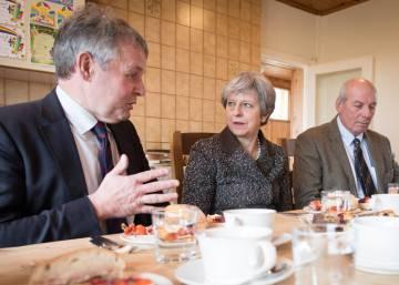 """May asegura que Reino Unido será """"próspero y brillante"""" tras el Brexit"""