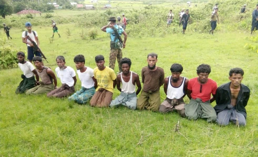 Os dez aldeões assassinados na única chacina que o Exército birmanês admitiu ter cometido. Os jornalistas da Reuters que a investigavam estão na prisão