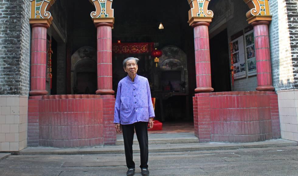 """Liang Jieyun, una de las pocas """"mujeres que se peinaban solas"""" supervivientes, en Bingyutang."""
