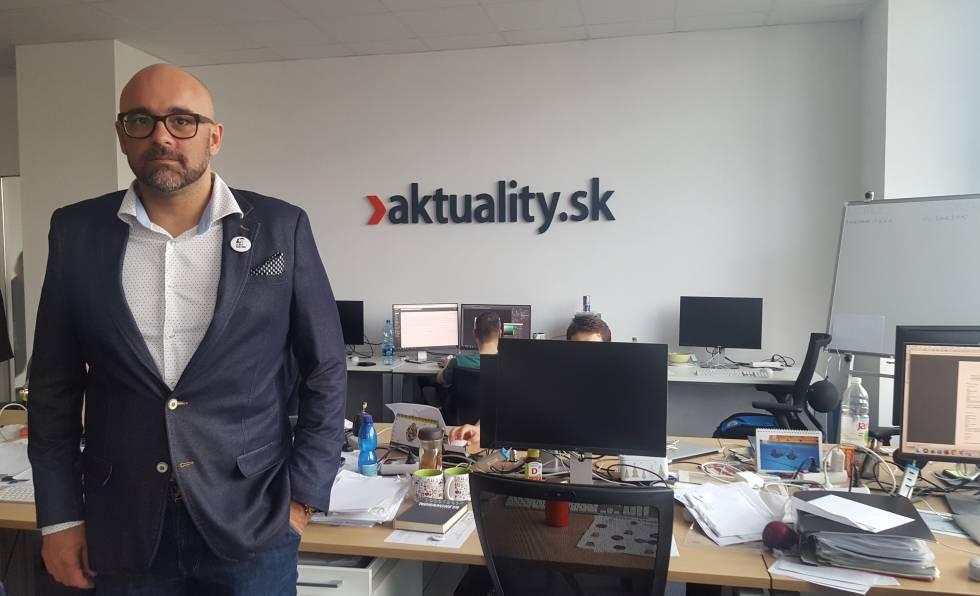 Peter Bardy, director de Aktualitaty.sk, frente a la mesa que ocupaba Kuciak.