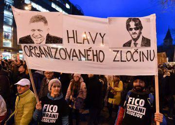 La dimisión del primer ministro no aplaca la ira de miles de eslovacos