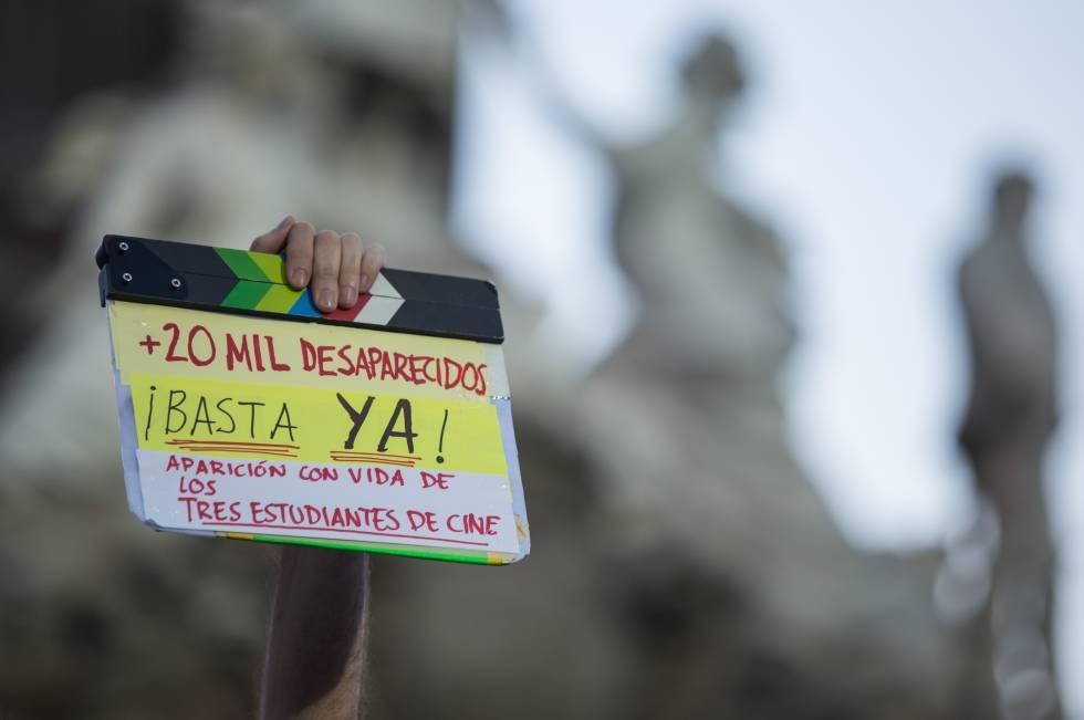 Una protesta en contra de los estudiantes desaparecidos en Jalisco.
