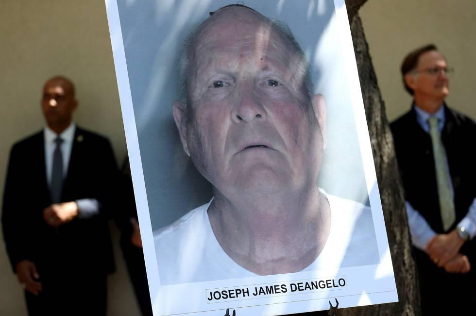 La foto policial de Joseph James DeAngelo, en la rueda de prensa de este miércoles en Sacramento.