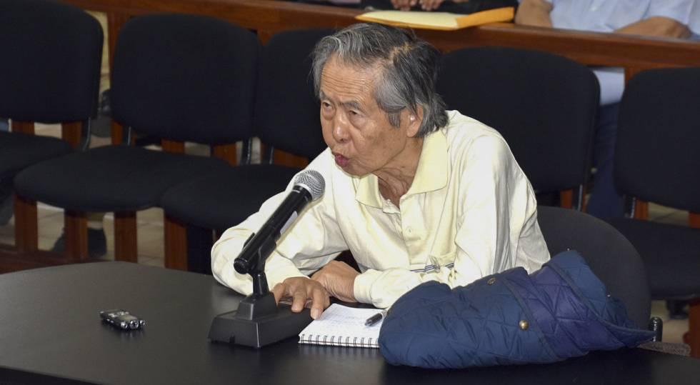 El expresidente peruano Fujimori comparece ante el juez por el caso de una matanza de campesinos en 1992.