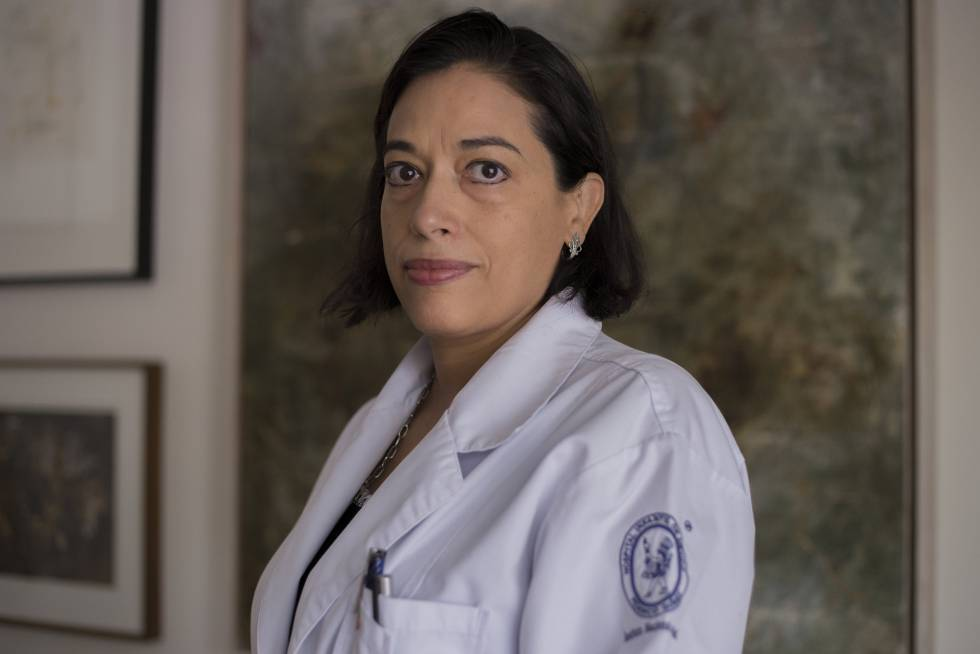 La doctora Mara Madeiros, en su casa en la Ciudad de México.