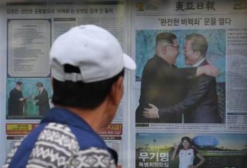 Portada de um jornal da Coreia do Sul sobre a cimeira, em Seul no sábado.