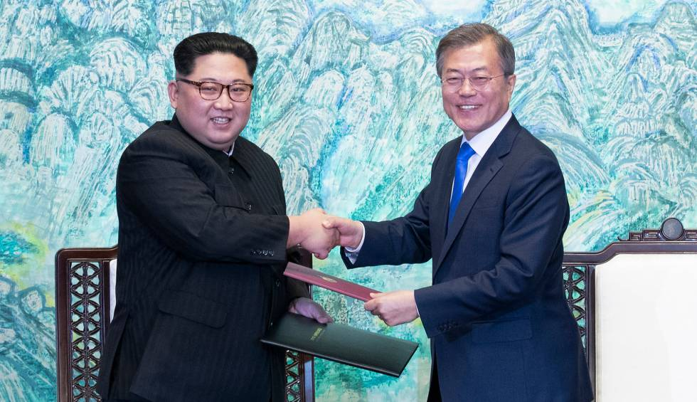 Assim é o novo Kim Jong-un  anuncia que fechará centro nuclear já em maio e  diante dos jornalistas.
