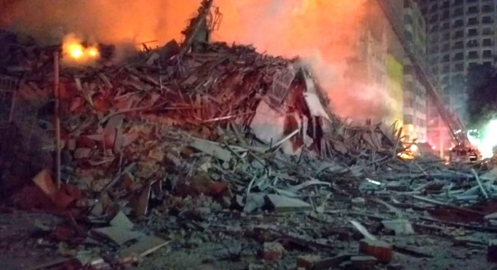 Os escombros do edifício no centro de São Paulo