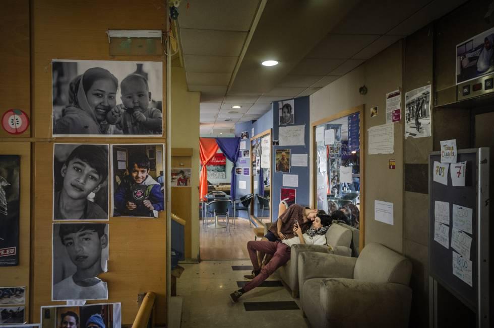 El hotel City Plaza, en el centro de la ciudad, quebró tras los Juegos Olímpicos y hoy sirve como alojamiento para refugiados.
