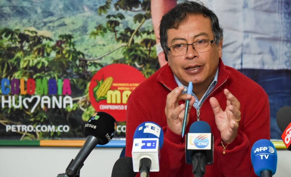 Gustavo Petro, candidato a la presidencia de Colombia, durante su encuentro con la prensa extranjera en Bogotá.rn