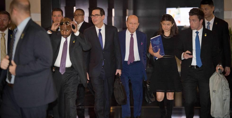 Parte de la delegación estadounidense, este viernes en Pekín.