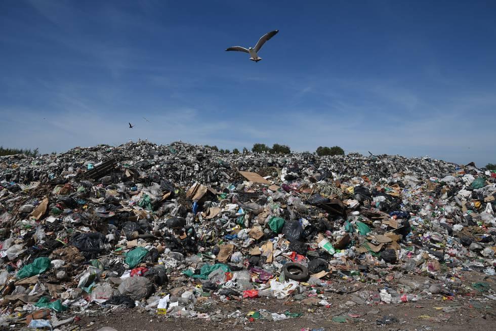 Buenos Aires quemará basura ante el colapso de los vertederos ...
