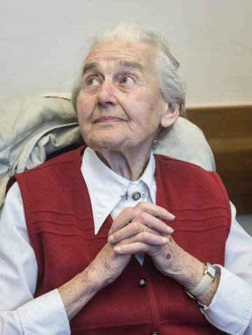 La negacionista alemana Ursula Haverbeck, en un juzgado en Detmold, en Alemania el pasado noviembre.