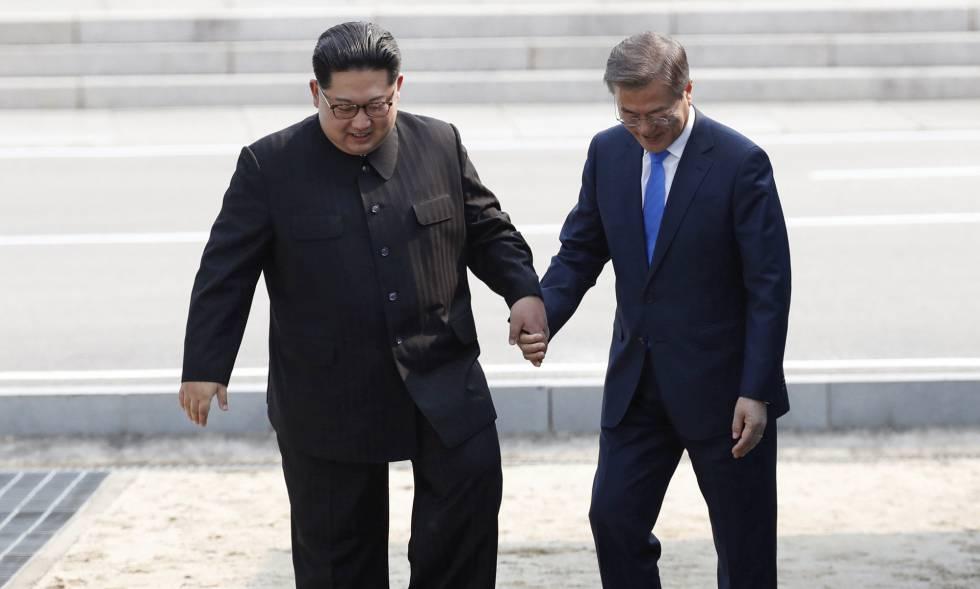 Kim Jong-un y Moon Jae-in durante la histórica cumbre entre las dos Coreas en abril.