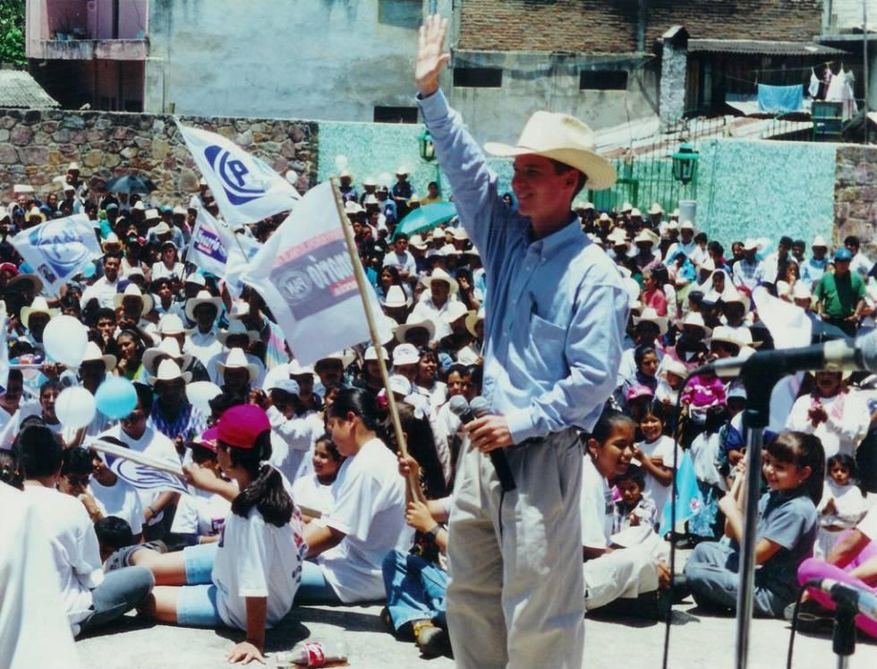 Ricardo Anaya durante su campaña a diputado local en Pinal de Amoles, en el año 2000.