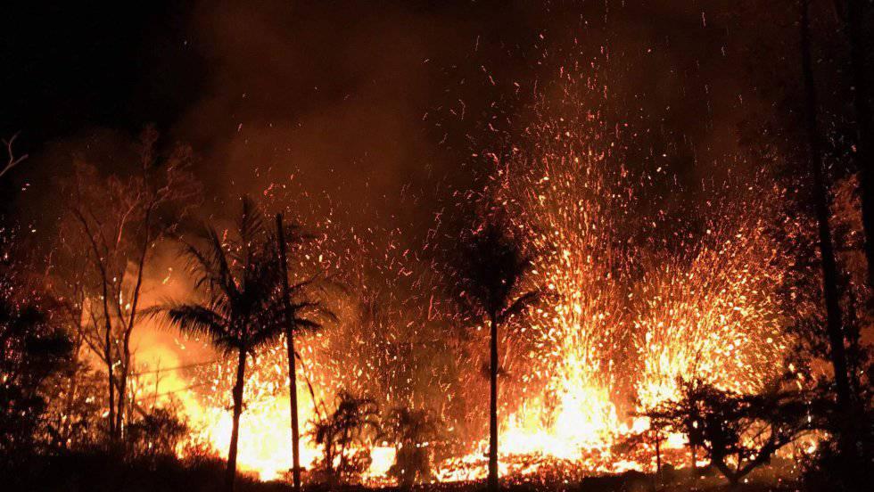 Fissura vulcânica com fontes de lava de até 70 metros em Leilani Estates (Havaí)