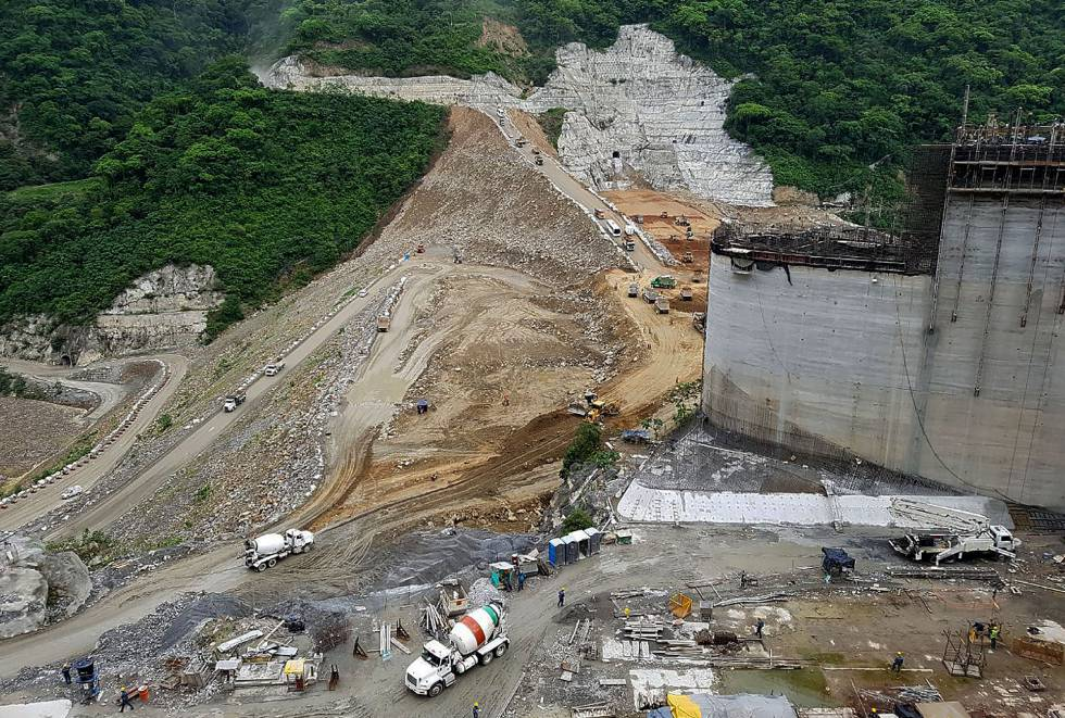 Fotografía cedida por Empresas Públicas de Medellín (EPM) que muestra la central hidroeléctrica HidroItuango, en Medellín (Colombia).