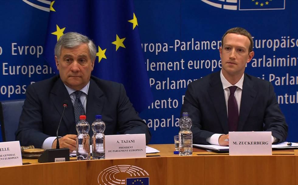Mark Zuckerberg (à esquerda) junto com o presidente do Parlamento Europeu
